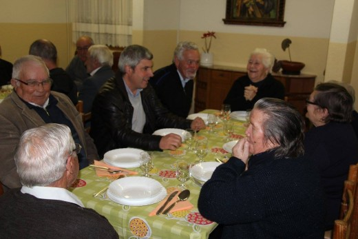 CONVERSA À MESA COM OS RESIDENTES DO LAR S. JOSÉ (13)